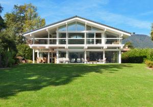 Каркасный дом с панорамным остеклением